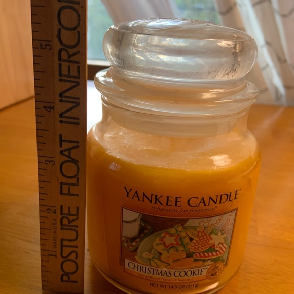 NEW Yankee Candle 14.5 Oz jar candle in Christmas Cookie scent